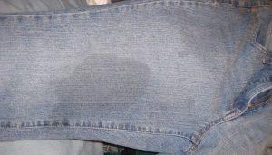Как отстирать жирное пятно на джинсах?