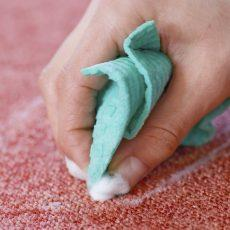 Как убрать блеск от утюга на одежде?