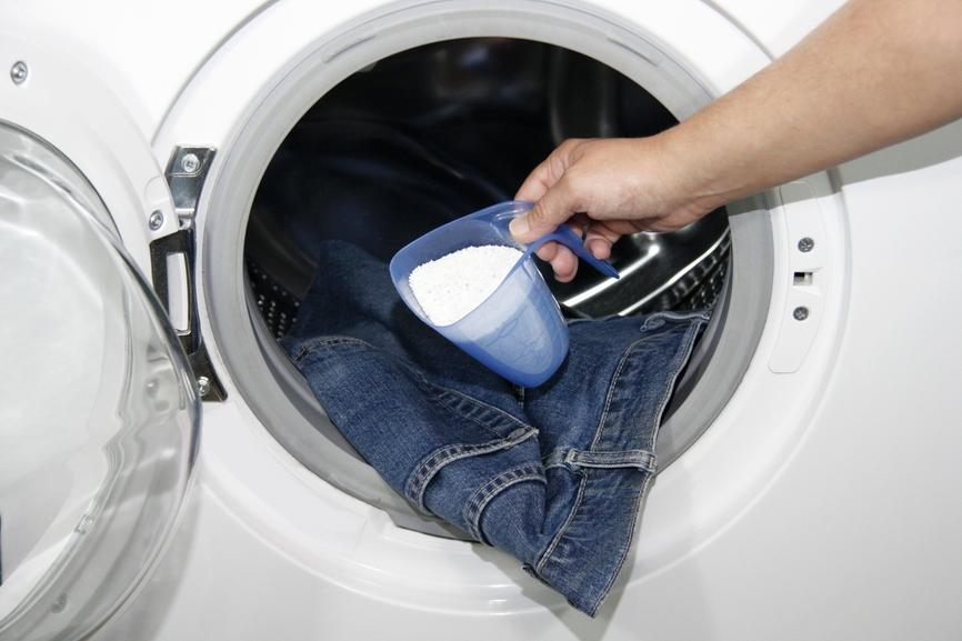 Что делать, если джинсы красятся?