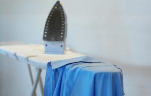 как погладить рубашку с длинным рукавом?