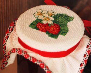 Как правильно стирать вышивку крестом на канве?