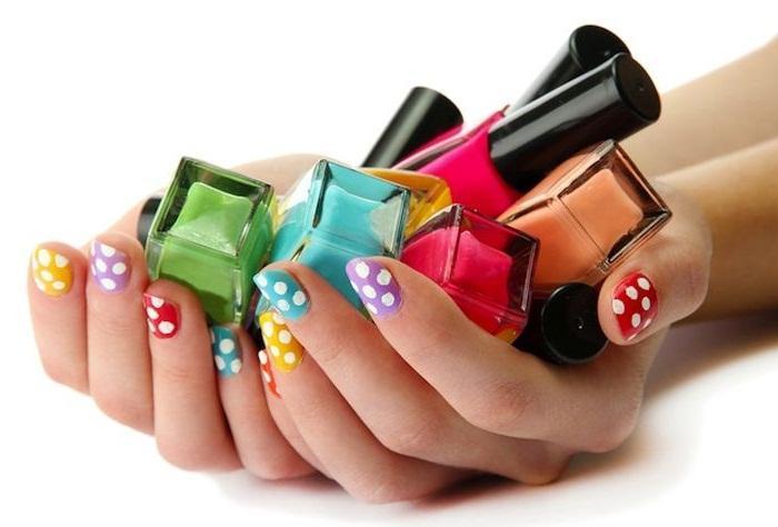 Как отстирать лак для ногтей с одежды?