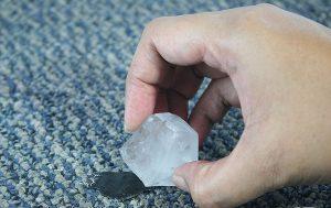 Как убрать пластилин с ковра с коротким и длинным ворсом?