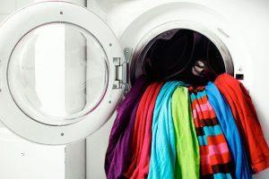 Как вывести полянившие пятно с одежды?