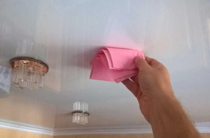 Как помыть матовый натяжной потолок без разводов в домашних условиях?