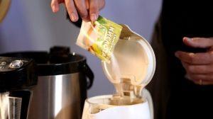 Как убрать накипь в чайнике в домашних условиях?