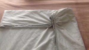 Как сложить простынь на резинке?