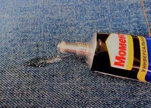 Как убрать клей с одежды в домашних условиях?