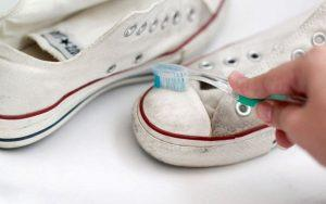 Как отмыть белую подошву на кроссовках в домашних условиях?