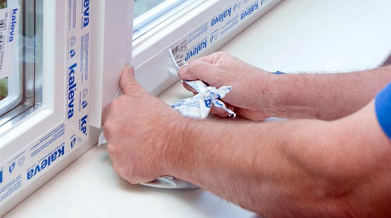 Как убрать следы от скотча на пластике и мебели?