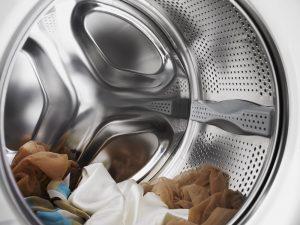 Что делать, если в барабан стиральной машины попала косточка от бюстгальтера?