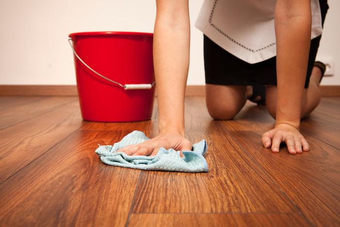 Чем мыть линолеум, чтобы блестел в домашних условиях?