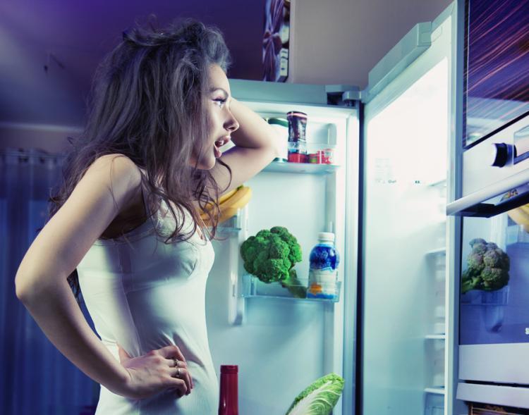 Почему греется холодильник?