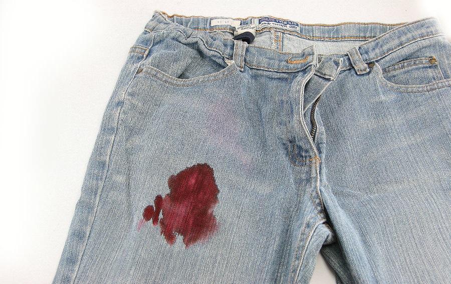 Как отстирать кровь с джинсов в домашних условиях?