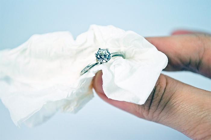 Как почистить серебро от черноты в домашних условиях, чтобы оно блестело?