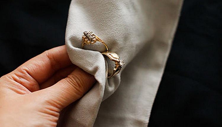 Как почистить золото с камнями в домашних условиях, чтобы оно блестело?