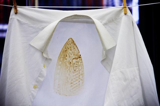 Как убрать подпалины от утюга с одежды в домашних условиях?