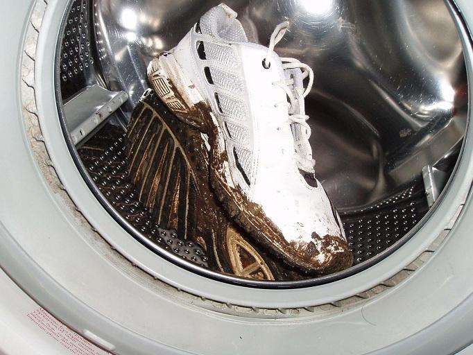Можно ли стирать обувь в стиральной машине автомат?
