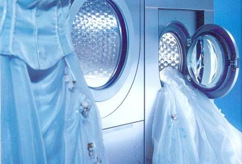 Можно ли стирать свадебный наряд в стиральной машине?