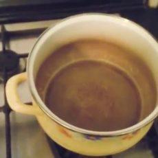 Как отмыть пригоревшую эмалированную кастрюлю внутри от темного налета?