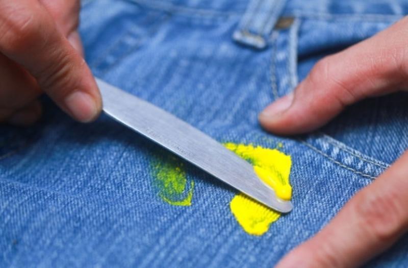 Как убрать краску с джинсов?