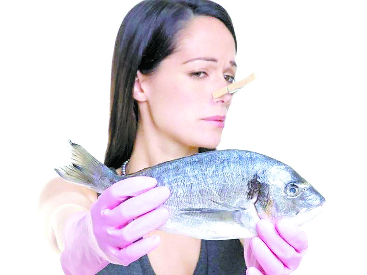 Как избавиться от запаха рыбы на руках, одежде и в квартире?