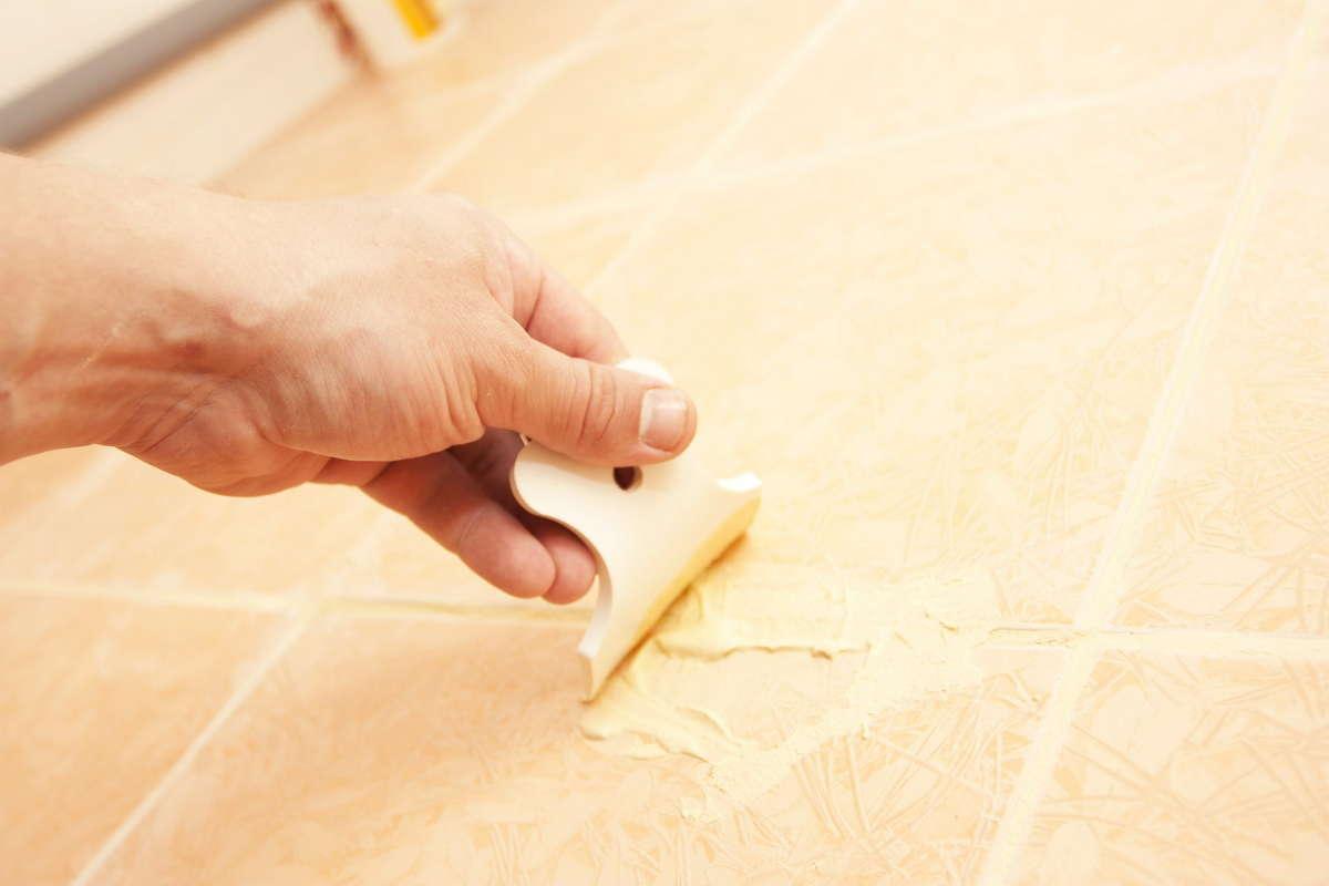 Чем отмыть грунтовку с плитки на полу и стенах?