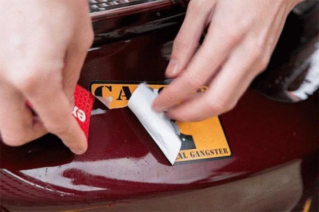 Как убрать клей от наклейки?