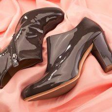Как убрать царапины с лаковой обуви?