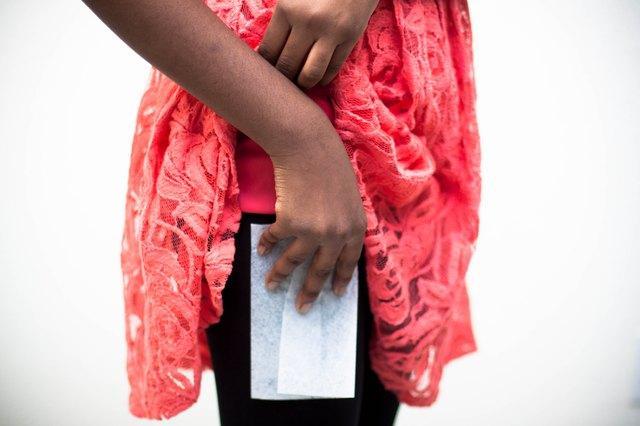 Что делать, если прилипает платье к колготкам и антистатик бессилен?