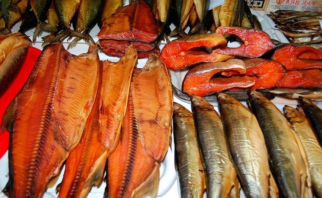 Как хранить копченую, свежую и соленую рыбу в холодильнике?