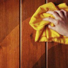 Как почистить полированную мебели?