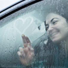 Что делать, если запотевают окна в машине?