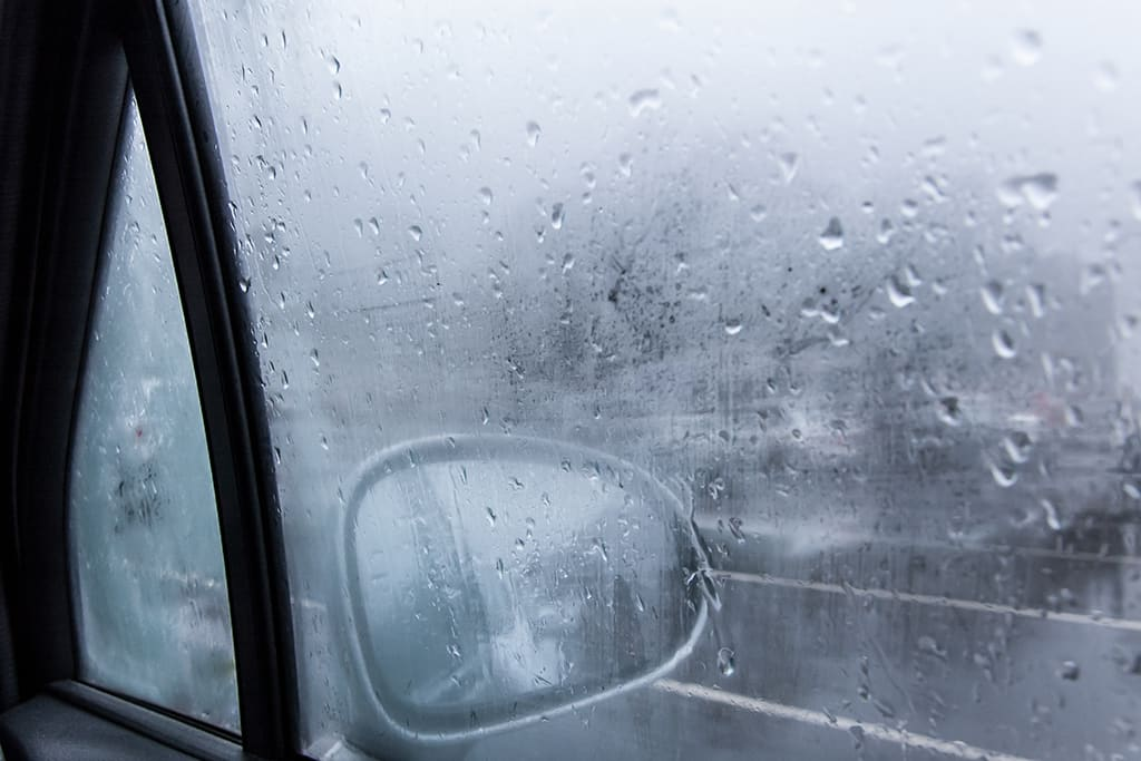 Запотевают окна во время дождя
