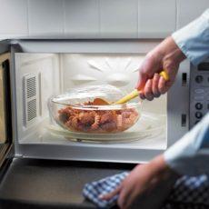 Можно ли стеклянную посуду для микроволновки использовать в духовке?