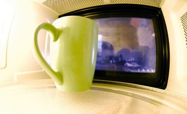 Можно ли греть молоко в микроволновке в кружке