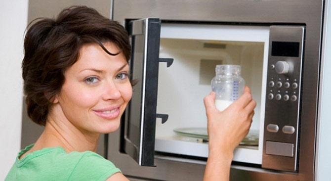 Можно ли греть грудное молоко в микроволновке?